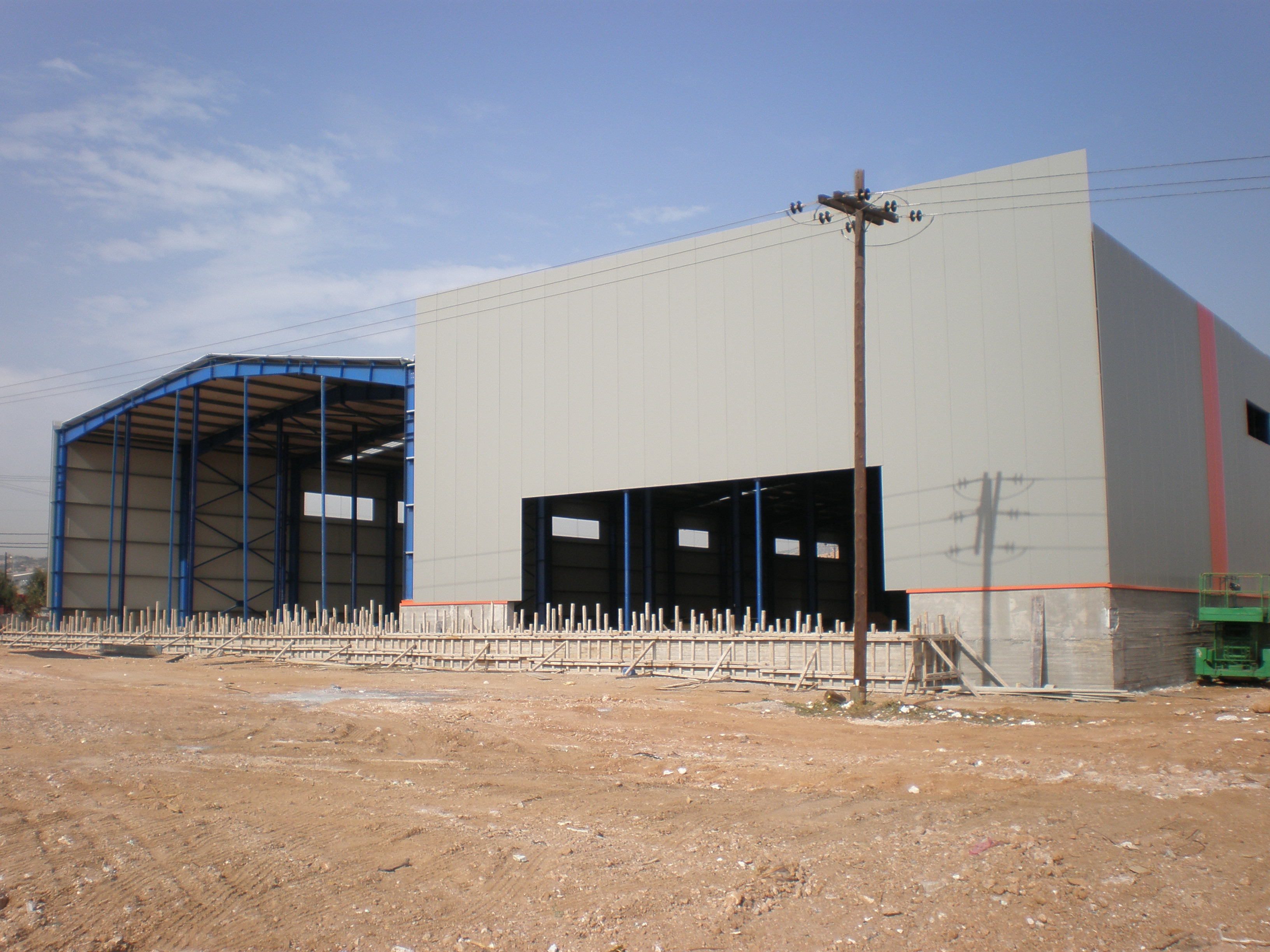 Η ηλεκτρολογική εγκατάσταση της αίθουσας 3.850 τ.μ. και των χώρων των  γραφείων. 28b7aafd67d